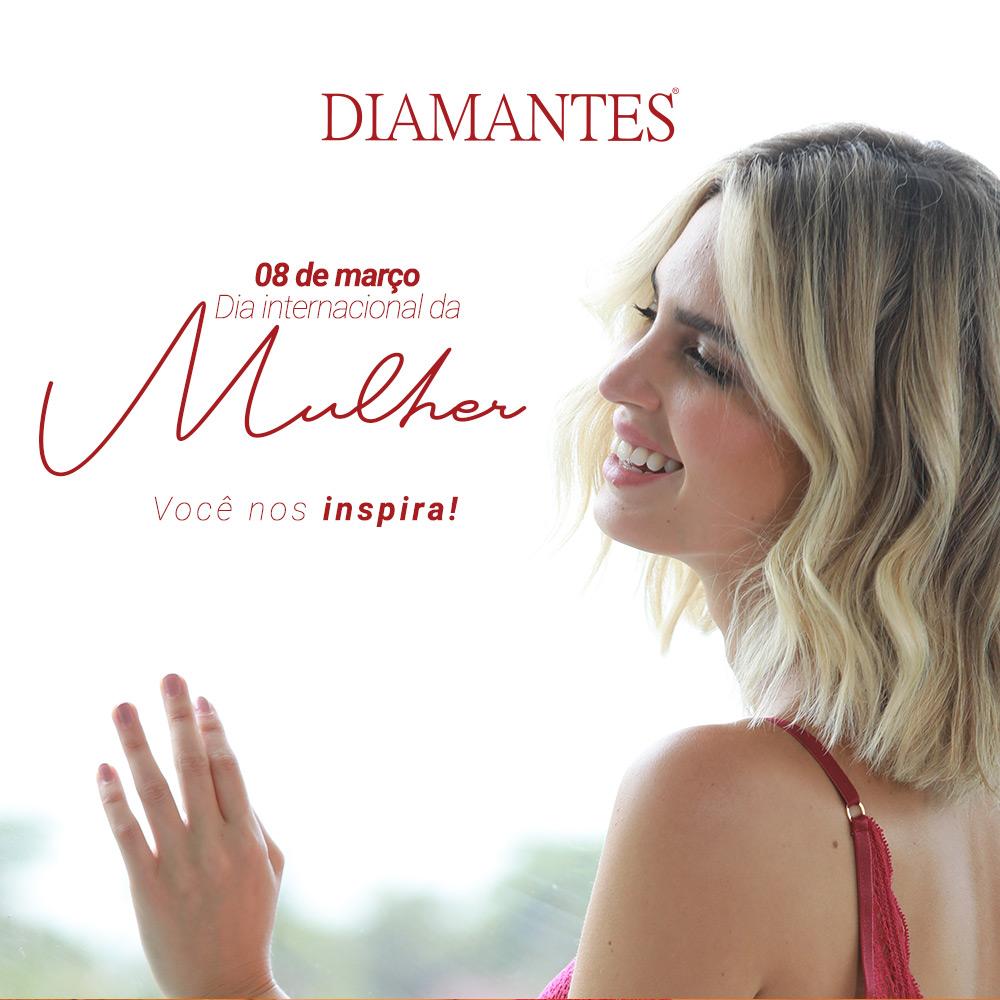 """Foto de mulher de costas e sorrindo. Com lettering: """"08 de março, dia internacional da mulher. Você nos inspira""""."""
