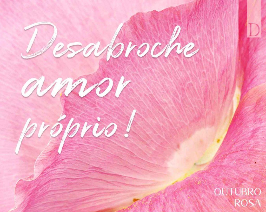 """Fundo com pétala de flor rosa com lettering """"Desabroche amor próprio""""."""